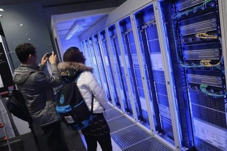 В столице Нижней Саксонии Ганновер 4 марта вечером открылась крупнейшая в мире международная выставка, посвящённая информационным и телекоммуникационным технологиям CeBIT 2013. Фото: Sean Gallup/Getty Images