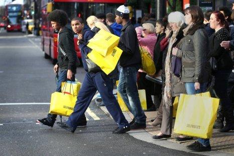 День подарков Boxing Day sales в Англии привлекает покупателей скидками 26 декабря 2012 г. Фото: Peter Macdiarmid/Getty Images
