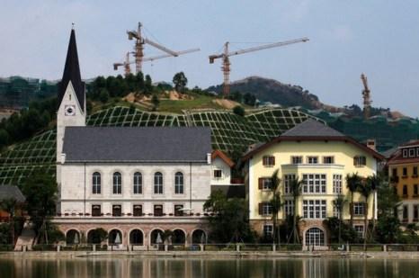 В Китае скопировали целую австрийскую альпийскую деревню. Фото: tencent.com
