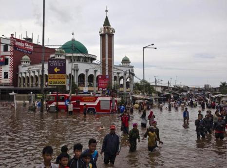 Наводнение в Джакарте, Индонезия, 20 января 2013 года. Фото: Ulet Ifansasti / Getty Images