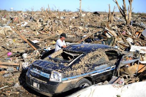 Торнадо в США принёс ущерб в размере двух миллиардов долларов. Фото: JEWEL SAMAD/AFP/Getty Images