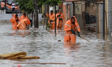 В Бразилии десятки тысяч человек остались без крова, 44 погибли. Фото: VANDERLEI ALMEIDA/AFP/Getty Images