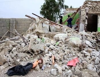 Семь человек погибли при землетрясении близ иранской АЭС. Фото: STR/AFP/Getty Images