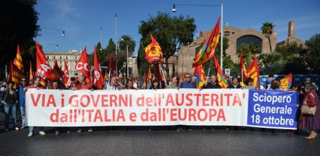 Рим, Италия. 18 октября, тысячи протестующих приняли участие в столице в марше протеста. Также в крупных городах была объявлена забастовка на несколько часов. Фото: ALBERTO PIZZOLI/AFP/Getty Images