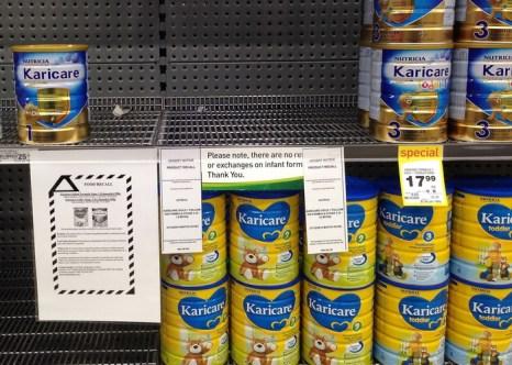 По предположению Роспотребнадзора, продукция новозеландской молочной компании Fonterra, в том числе и детское питание, могла быть заражена бактериями, вызывающими ботулизм. Фото: Marty Melville/AFP/Getty Images