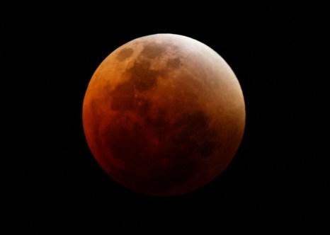 Луна. Фото: Matt King/Getty Images