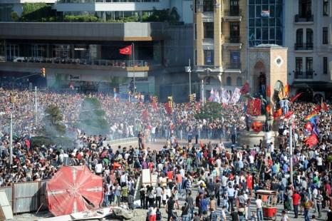 Власти Стамбула открывают судебный процесс против 255 демонстрантов. Фото: BULENT KILIC/AFP/Getty Images