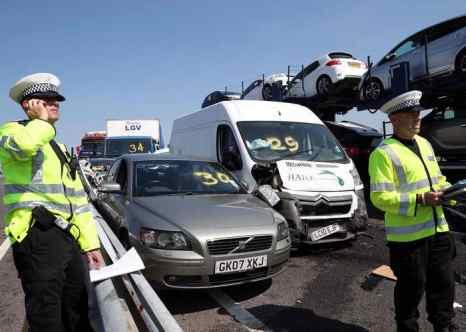 В графстве Кент сегодня утром произошло крупное ДТП с участием 130 автомобилей, 60 человек получили лёгкие травмы, 8 человек — тяжёлые. Фото: Peter Macdiarmid/Getty Images