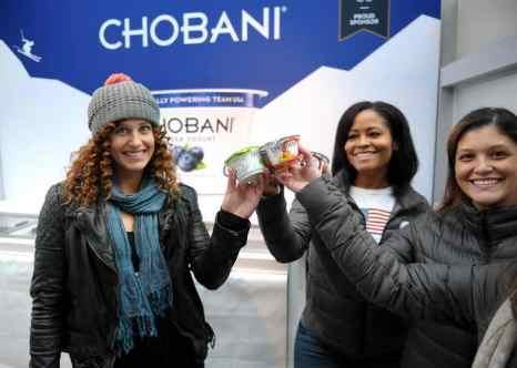 Йогурты фирмы Chobani, которая является официальными спонсором Олимпиады в Сочи. Фото: Rommel Demano/Getty Images for Chobani