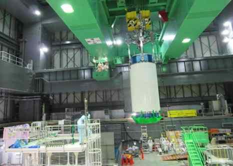 На АЭС «Фукусима-1» во вторник, 26 ноября, началась крайне опасная операция по извлечению сборок ядерных стержней с разрушенного 4-го блока АЭС. Фото: Tokyo Electric Power Co via Getty Images