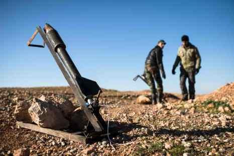 Сирийские боевики запустили ракету с химвеществом. Фото: EDOUARD ELIAS/AFP/Getty Images