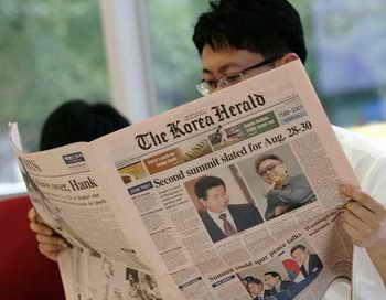 Как сообщают СМИ, вновь по инициативе властей Северной Кореи 21 сентября приостановлены намеченные на 25-30 сентября встречи разделённых семей. Причиной этого власти КНДР назвали стремление Южной Кореи использовать двусторонний диалог для обострения конфронтации с Севером. Фото: Chung Sung-Jun/Getty Images