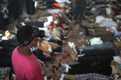 Военные разогнали палаточный лагерь сторонников Мухаммеда Мурси в центре Каира утром 14 августа 2013 года, что привело к столкновениям и сотням погибших. Фото: MOSAAB EL-SHAMY/AFP/Getty Images