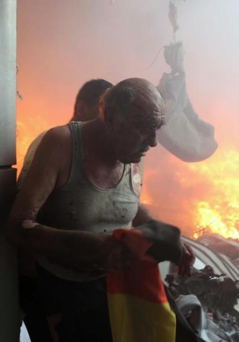 В южном густонаселённом районе столицы Ливана Бейруте взорвался автомобиль, начинённый взрывчаткой, 15 августа 2013 года. Число жертв возросло до 20 человек, около 300 ранены. Фото: -/AFP/Getty Images