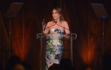 Дженнифер Лопес получила награду за материнство, вклад в детскую благотворительность и пример для других женщин на вечере  March of Dimes  6 декабря в Беверли-Хиллз. Фото: Charley Gallay/Getty Images for March of Dimes