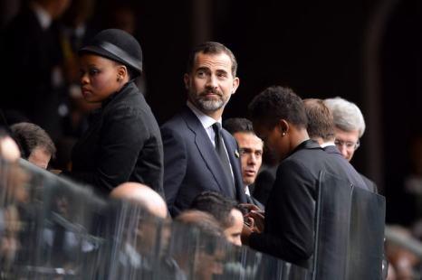 Испанский наследник престола принц Фелипе прибыл на официальную панихиду по Нельсону Манделе в Йоханнесбурге 10 декабря. Фото: ODD ANDERSEN/AFP/Getty Images