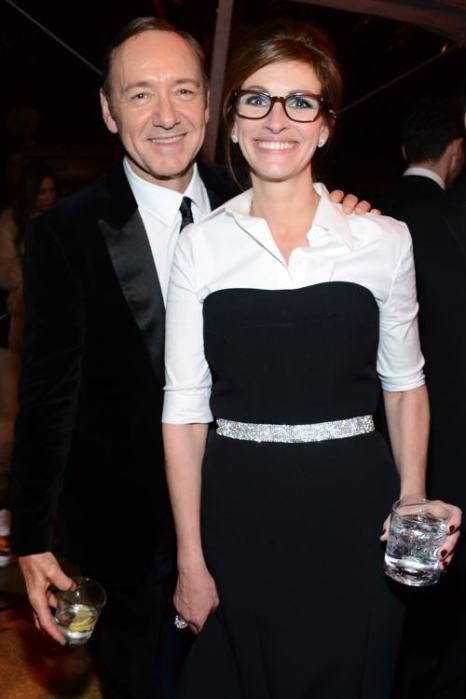 Актёры Кевин Спейси и Джулия Робертс на церемонии вручения награды «Золотой глобус» 2014 в Беверли-Хиллз 12 января 2014 года. Фото: Araya Diaz/Getty Images for The Weinstein Company
