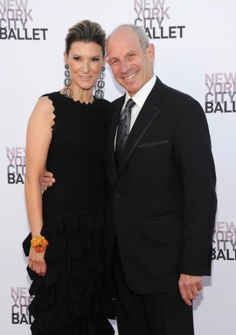 Известный модельер Джонатан Тиш и его супруга, модный консультант Лиззи Тиш. Фото: Jamie McCarthy/Getty Images