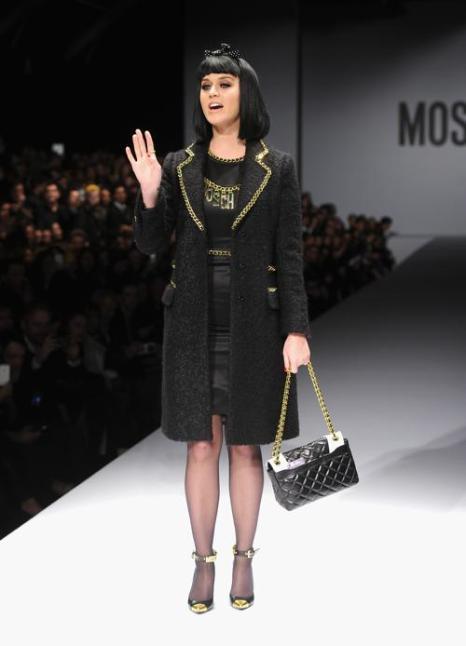 Кэтти Перри 20 февраля приняла участие в показе осень-зима 2014 итальянского бренда Moschino на Неделе моды в Милане. Фото: Jacopo Raule/Getty Images