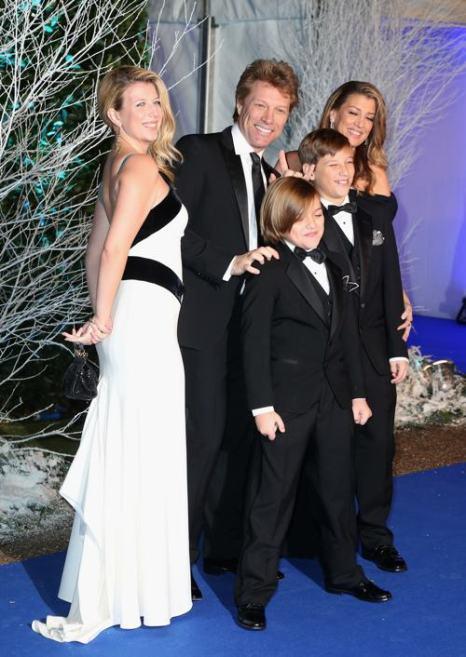Джон Бон Джови с семьёй на благотворительном ужине в  Кенсингтонском дворце 26 ноября 2013 года. Фото: Chris Jackson / Getty Images