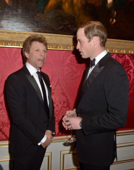 Принц Уильям и Джон Бон Джови на благотворительном ужине в  Кенсингтонском дворце 26 ноября 2013 года. Фото: Chris Jackson / Getty Images