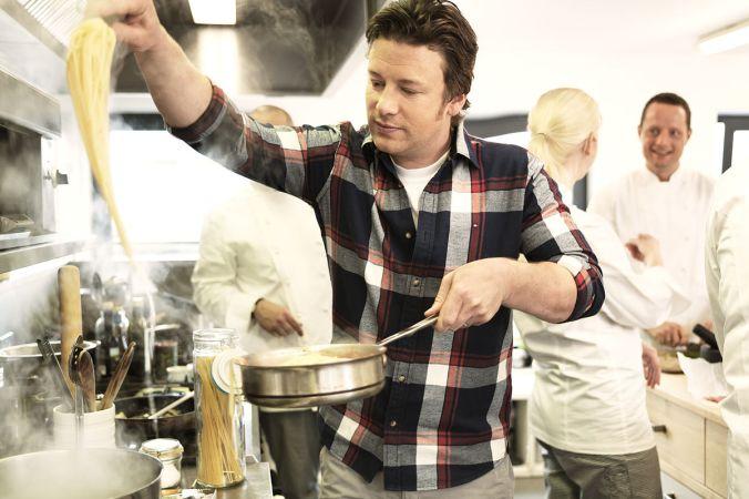 мужчина на кухне