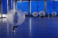 В Японии прошёл чемпионат по футболу в надувных пузырях