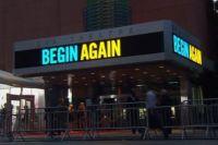Поющая Кира Найтли представила фильм «Хоть раз в жизни» в Нью-Йорке
