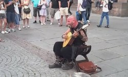 видео, Франция, уличный музыкант