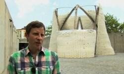 Американский художник построил 12-метровую башню из грибов и кукурузы