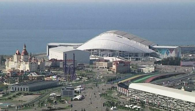 Зрители съежаются в Сочи на первый в истории этап «Формулы-1»