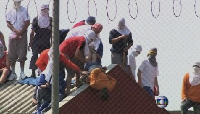 Десятки заключённых в Бразилии взяли в заложники тюремщиков и сокамерников