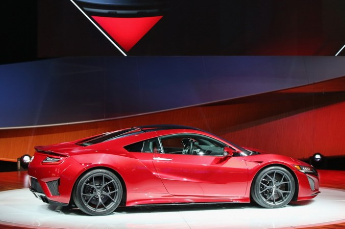 Спорткар Acura NSX