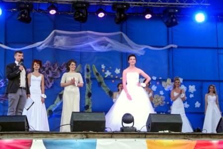 Зрители активно «болеют» за своих представительниц конкурса «Алушта — девушка Краса». Фото: Алла Лавриненко/Великая Эпоха