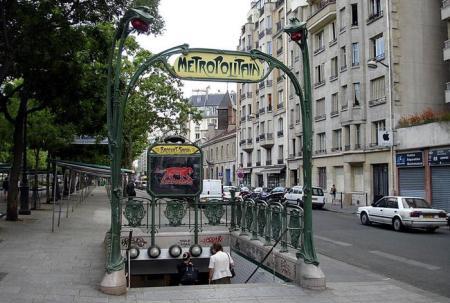 Вход в парижское метро. Фото: frenchparis.ru