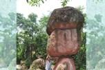 Вертикально стоящие восьмитонные камни в Китае