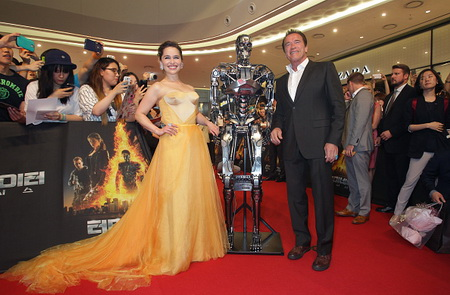 SEOUL, SOUTH KOREA - JULY 02:  Arnold Schwarzenegger and Emilia Clarke attend the Seoul Premiere of 'Terminator Genisys' at the Lotte World Tower Mall on July 2, 2015 in Seoul, South Korea.  (Photo by Chung Sung-Jun/Getty Images for Paramount Pictures International)