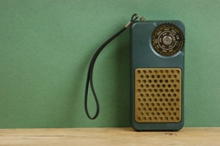 Старый транзисторный приёмник. Фото: Shutterstock