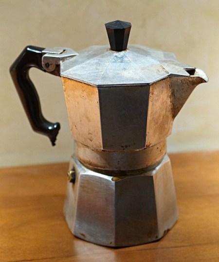 Одна из первых гейзерных кофеварок. Фото: commons.wikimedia.org