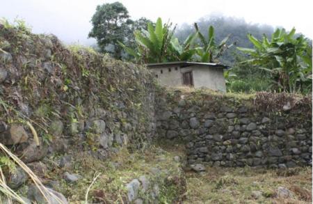 Walls-and-ruins-at-Malqui-Machay