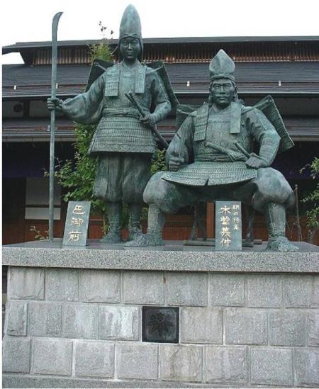Женщина воин, статуя Томоэ Гоцзен и Ёсинаки, музей Ёсинаки, Япония.