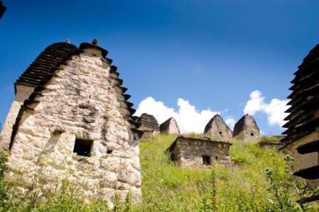 ruins-of-settlement-Dargavs