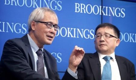 Хэ Хуайхун, профессор философии в Пекинском университете, и Чэн Ли, директор китайского центра Джона Л. Торнтона, Брукингский институт. Фото: Gary Feuerberg/ Epoch Times