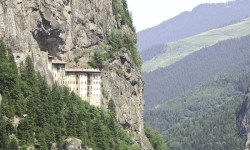 Монастырь Сумела. Фото: Wikimedia Commons