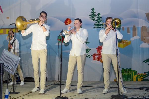 Выступление кавер-группы «Бак с бани». Фото: Андрей Михайловский/Великая Эпоха
