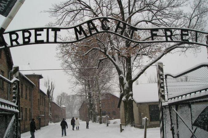 сотрудник Освенцима предстанет перед судом