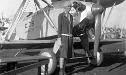 самолёт писательницы Амелии Эрхарт
