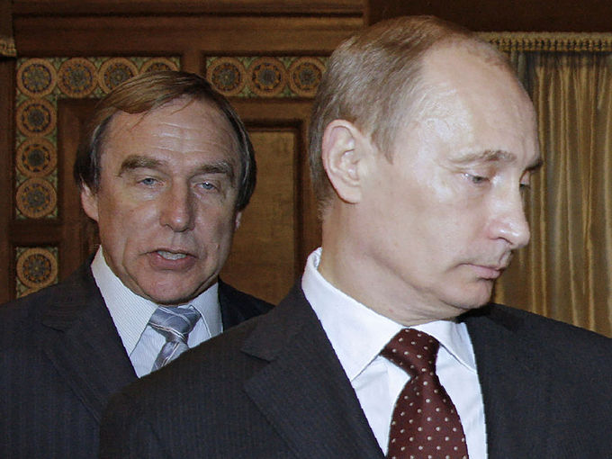 Владимир Путин и Сергей Ролдугин. Фото: DMITRY ASTAKHOV/AFP/Getty Images