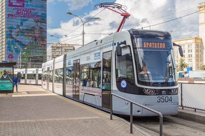 трамваи в Москве доверяют водителям-женщинам