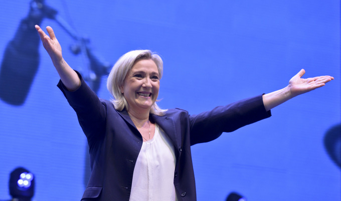 Марин Ле Пен очень рада выходу Британии из ЕС. Она считает, что референдум должны провести все страны евросоюза. Фото: HERBERT NEUBAUER/AFP/Getty Images